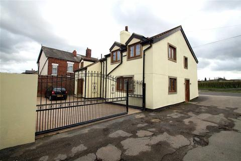 4 bedroom detached house for sale - Selby Road, Leeds