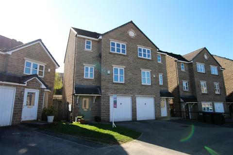 4 bedroom semi-detached house for sale - Summerley Court, Idle, Bradford