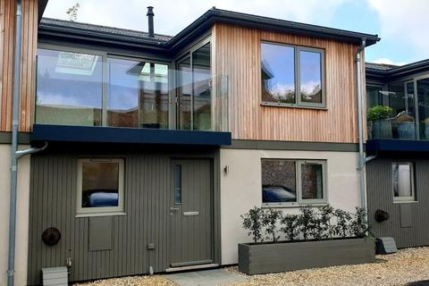 3 bedroom end of terrace house for sale - Holt