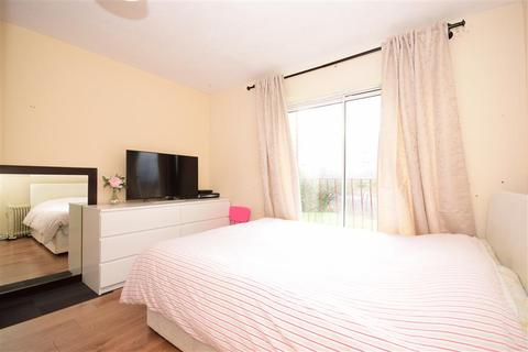2 bedroom apartment for sale - Great Galley Close, Barking, Essex