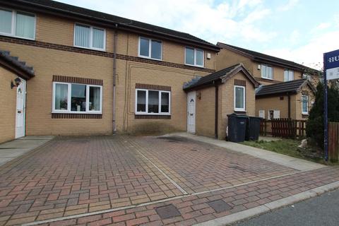 3 bedroom semi-detached house for sale - Warton Avenue, Bierley, Bradford, BD4 6JG