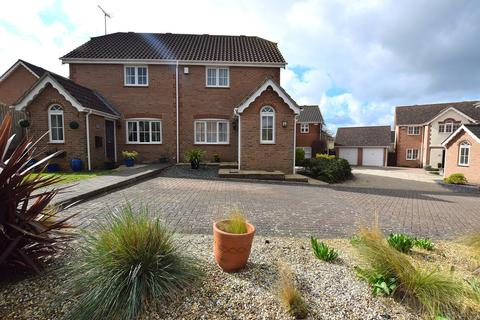 2 bedroom semi-detached house for sale - Mill Park Drive, Braintree