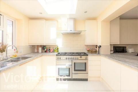 4 bedroom terraced house to rent - Grand Walk, Mile End, London, E1