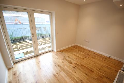 3 bedroom townhouse to rent - Spindle Mews, New Islington