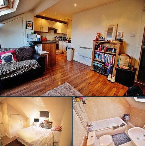 1 bedroom flat to rent - Roman Grove - Top Floor Flat, Leeds LS8