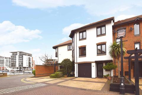 4 bedroom townhouse for sale - Calshot Court, Channel Way, Ocean Village, Southampton, SO14 3GR
