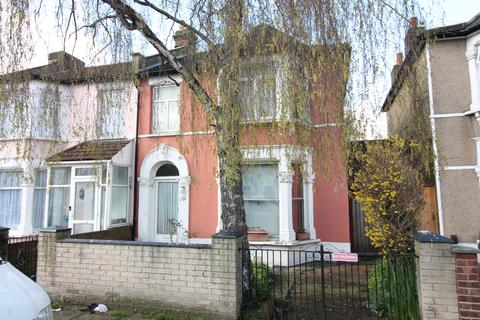 3 bedroom end of terrace house for sale - PEMBERTON ROAD, SEVEN KINGS, ESSEX IG3