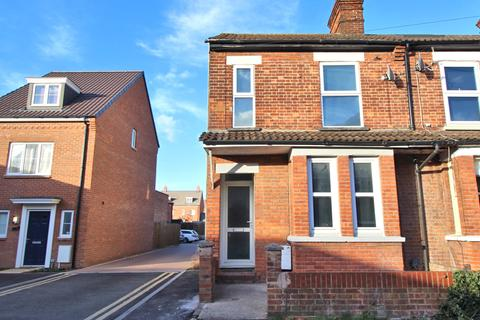 3 bedroom end of terrace house for sale - Willow Road, Aylesbury HP19