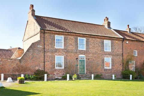 4 bedroom semi-detached house for sale - Belvoir House, The Green, Elvington, York
