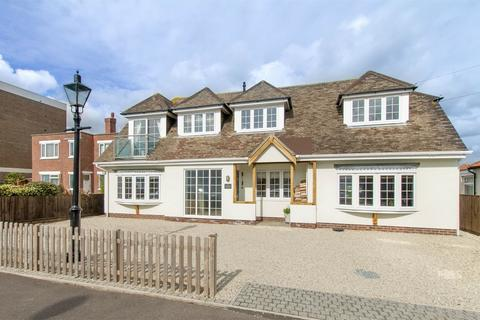 4 bedroom detached house for sale - Portsmouth Road, Lee-on-the-Solent, Hampshire