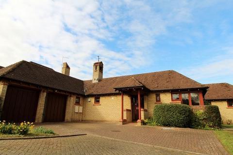 3 bedroom detached bungalow for sale - Sunningdale, Orton Waterville, Peterborough, PE2 5UB
