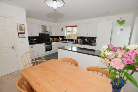 3 bedroom detached house for sale - Lovely open plan modern fitted kitchen