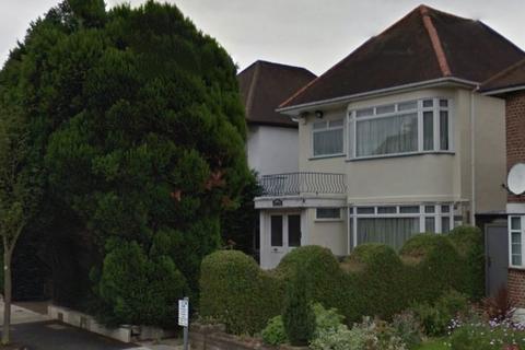 4 bedroom detached house for sale - Penshurst Gardens, Edgware, Middlesex, HA8 9TT