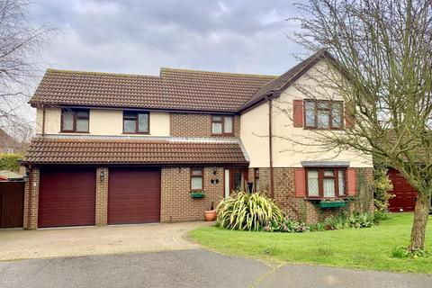 4 bedroom detached house for sale - Chaffinch Gardens, East Colchester