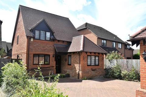 3 bedroom detached house for sale - Elisha Place, Sarum Road, Tadley, Hampshire, RG26