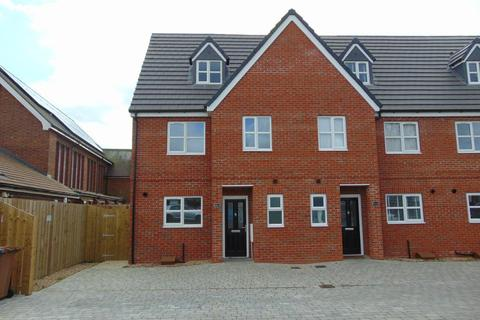 3 bedroom end of terrace house for sale -  Hull Road, Anlaby Common, Hull, HU4