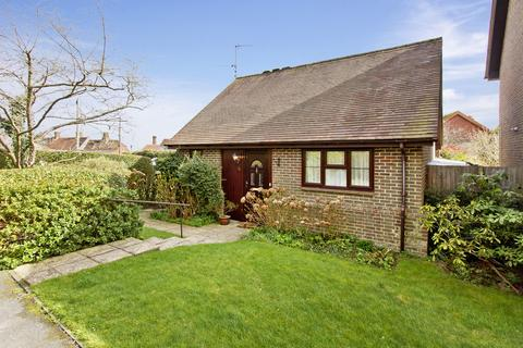 2 bedroom detached bungalow for sale - Court Meadow, Rotherfield