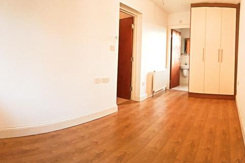 Studio to rent - Flat 4, 15 Boston Gardens
