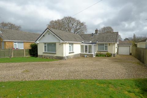 3 bedroom detached bungalow for sale - Beacon Way, Broadstone