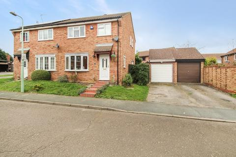 3 bedroom semi-detached house for sale - Lowry Way, Stowmarket, IP14