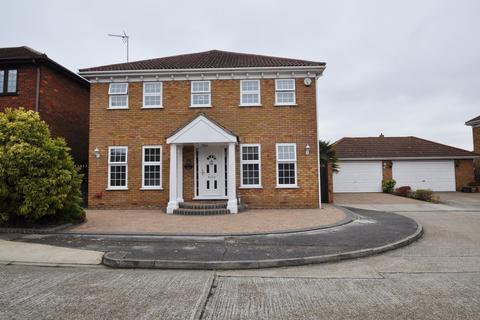 5 bedroom detached house for sale - Chestnut Grove, Benfleet, Essex, SS7 5RX