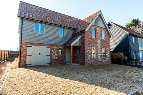 5 bedroom detached house for sale - Church Road, Wretham