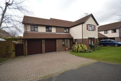 4 bedroom detached house for sale - Chaffinch Gardens, Colchester