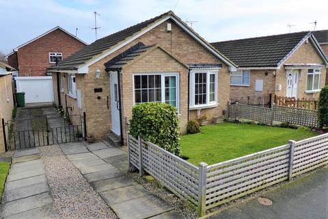 2 bedroom detached bungalow for sale - Springbank Close, Farsley