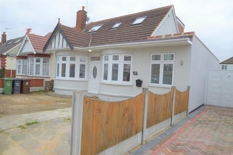 5 bedroom detached bungalow for sale - Adelaide Gardens, Romford