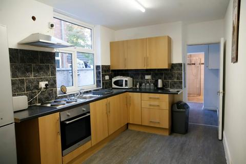 4 bedroom terraced house to rent - Winchester Avenue, Leicester LE3 1AX