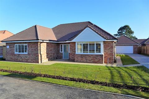 3 bedroom detached bungalow for sale - Tower Place, Woodhall Spa, LN10 6AG