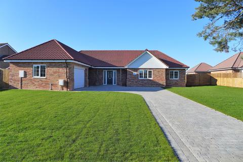 3 bedroom detached bungalow for sale - Horncastle Road, Woodhall Spa, LN10 6AG