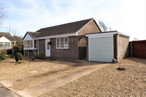 2 bedroom bungalow for sale - Burgess Drive, Fleet Hargate
