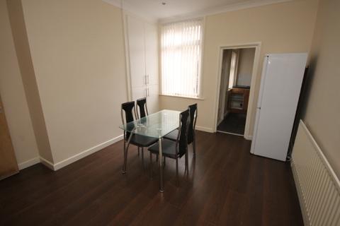 4 bedroom terraced house to rent - Hartley Grove, , Leeds, LS6