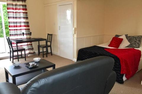 Studio to rent - 31 Cumberland Court