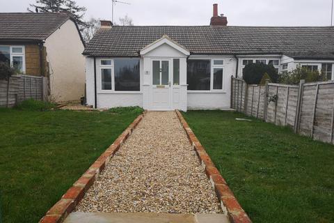 2 bedroom bungalow to rent - Colemans Moor Lane, Woodley, RG5