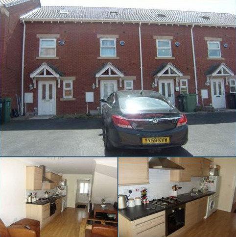 3 bedroom terraced house to rent - Olympia Gardens, Dewsbury