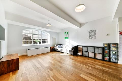 3 bedroom flat for sale - Prusoms Island, 135 Wapping High Street, Wapping, London, E1W