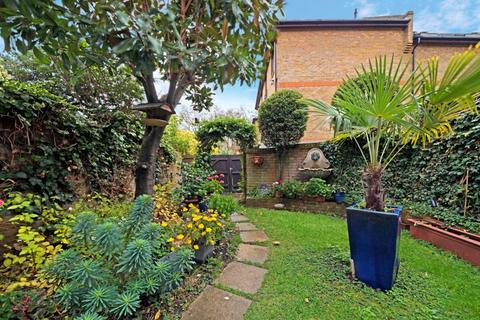 3 bedroom terraced house for sale - Portland Square, Wapping, London, E1W