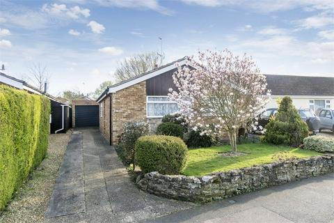 2 bedroom detached bungalow for sale - Cromwell Crescent, Market Harborough, Leicestershire