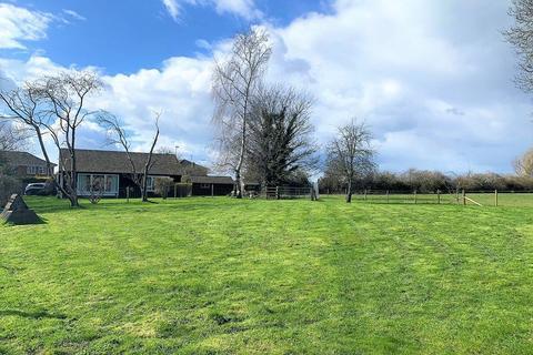 2 bedroom bungalow for sale - Bierton, Buckinghamshire