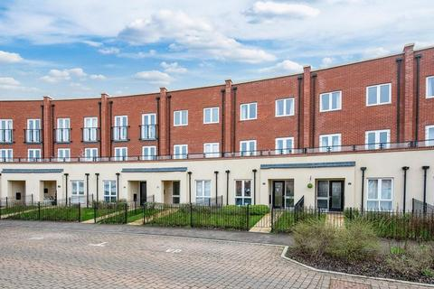 5 bedroom terraced house for sale - Nicholas Charles Crescent, Aylesbury