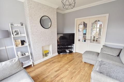 3 bedroom semi-detached house for sale - Woodford Avenue, Winton