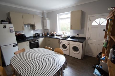 4 bedroom terraced house to rent - Mayville Place, Hyde Park, Leeds, LS6 1NE