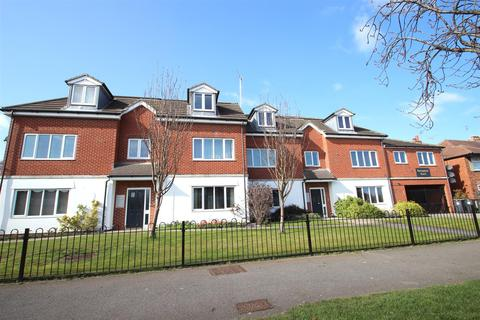 2 bedroom flat to rent - Springhead Court, Hotham Road South, Hull