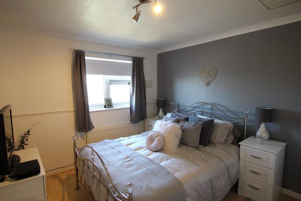 838. Bedroom.JPG