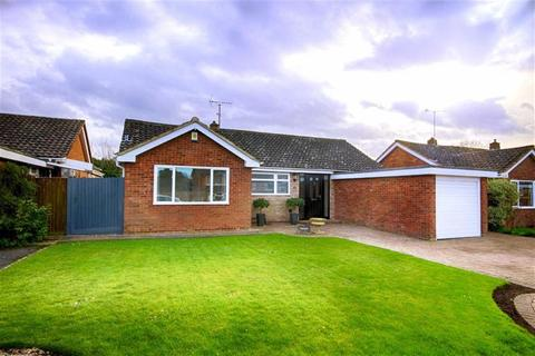 2 bedroom detached bungalow for sale - Charnwood Close, Leckhampton, Cheltenham, GL53