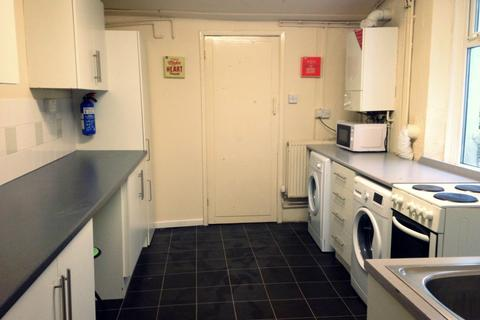 4 bedroom terraced house to rent - Queen Street, , Treforest, CF37 1RW