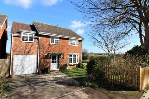 5 bedroom detached house for sale - Wessex Way, Highworth