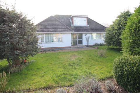 3 bedroom detached bungalow for sale - Foxcover Road, Heswall, Wirral, CH60 1YB
